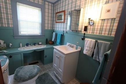 East Sandwich Cape Cod vacation rental - First floor Half Bath