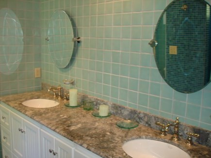 Wellfleet Cape Cod vacation rental - Main bedrooms private bath