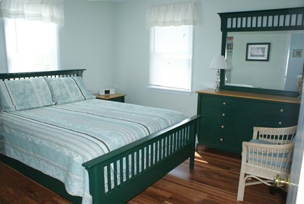 Sandwich, Spring Hill Beach Cape Cod vacation rental - Queen/Middle Level
