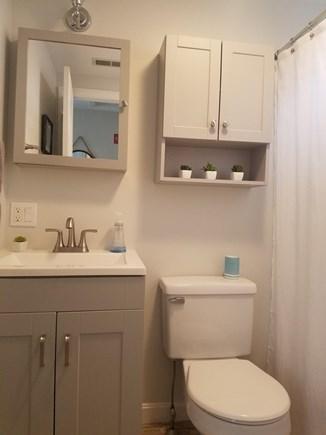 Harwich Port, Red River Beach Cape Cod vacation rental - Bathroom with full tub