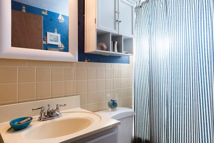 Orleans Cape Cod vacation rental - Main level full bathroom with tub/shower combo