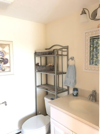 Chatham  Cape Cod vacation rental - Full upstairs bathroom.