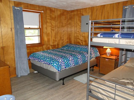 Onset, Buzzards Bay MA vacation rental - First floor bunk room, sleeps 3