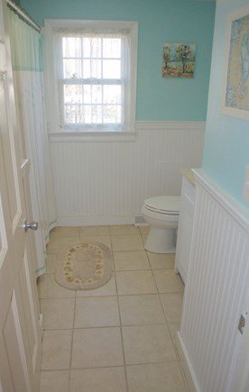 Hyannis Cape Cod vacation rental - Second floor full bath with shower/tub