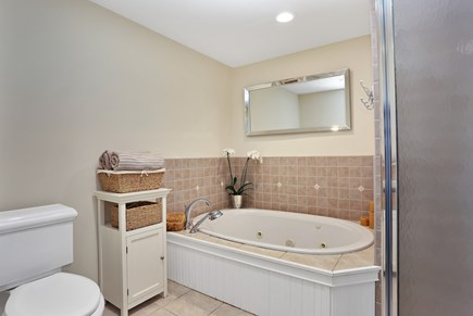Marstons Mills, Near Osterville Marstons Mills vacation rental - Master Bathroom