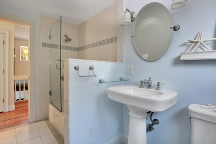 Marstons Mills, Near Osterville Marstons Mills vacation rental - Bathroom shared by bunk room and queen bedroom