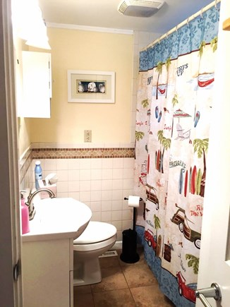 West Dennis Cape Cod vacation rental - Full Bathroom