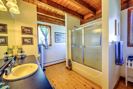 Sandwich, Town Neck Cape Cod vacation rental - Full bath on Lower level