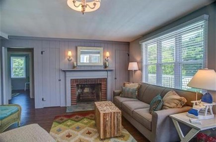 Mashpee, Popponesset Cape Cod vacation rental - Bright and sunny Living room