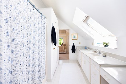 Eastham Cape Cod vacation rental - Jack and Jill full bath between queen and full bedrooms upstairs