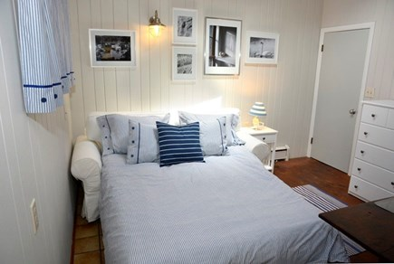 Orleans Cape Cod vacation rental - Sleeping area in entry w/full sofabed