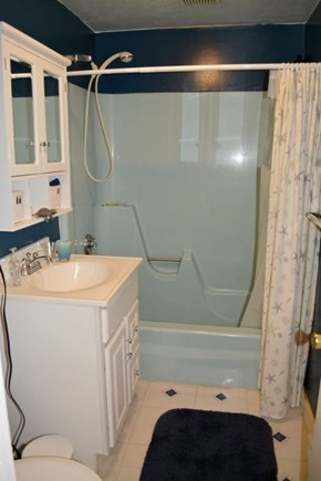 Provincetown Cape Cod vacation rental - Full Bath with shower and tub