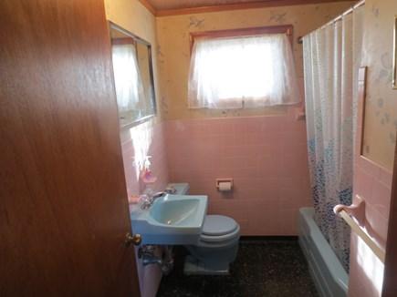 Eastham, Bayside Cape Cod vacation rental - Full bathroom.