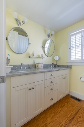 Dennis, Mayflower Beach Cape Cod vacation rental - Upstairs Full bathroom with tub/shower