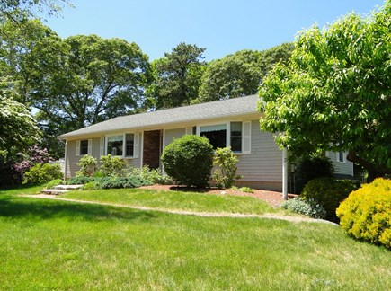 N. Falmouth-Wild Harbour Estat Cape Cod vacation rental - Cape style ranch with large front and back yard