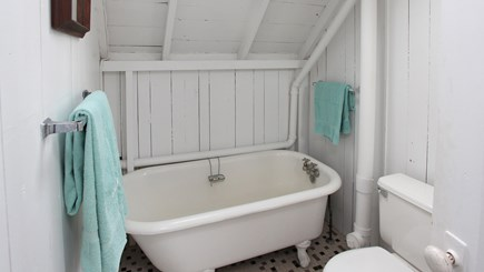 Falmouth Heights Cape Cod vacation rental - 2nd floor full bath