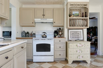 Bourne, Sagamore / Sandwich Line Cape Cod vacation rental - Full size stove and all kitchen amenities.