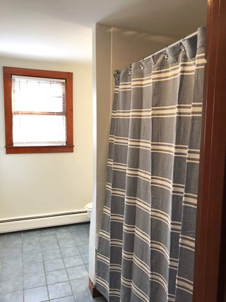 Cotuit Cotuit vacation rental - Upstairs bathroom with tub/shower combo