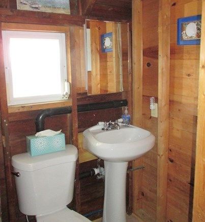 Wellfleet Cape Cod vacation rental - Upstairs half bath