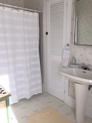 Centerville, West Hyannis Port Centerville vacation rental - Master Bath with tub.