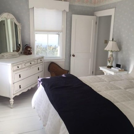 Centerville, West Hyannis Port Centerville vacation rental - Master Bed, ceiling fan, bath with tub and shower.
