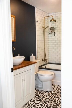 Duxbury MA vacation rental - Full bath on first floor next to kitchen