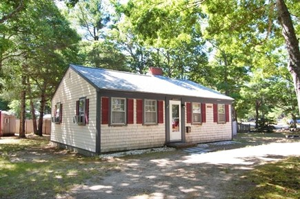 Yarmouth, Cottage is just of of Route 28 Cape Cod vacation rental - Sea Star Bay Cottage near Sea View Beach