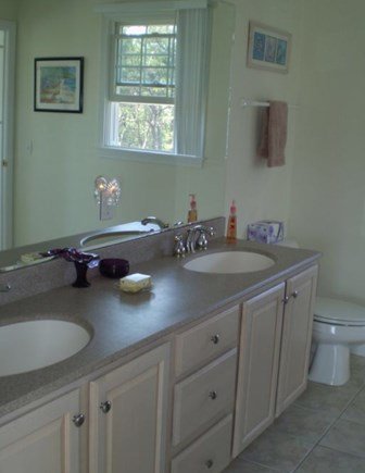 Wellfleet Cape Cod vacation rental - 2nd floor full bath.