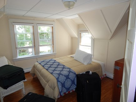 FALMOUTH Cape Cod vacation rental - queens and fulls
