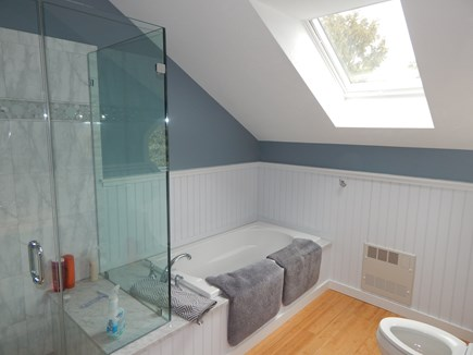 FALMOUTH Cape Cod vacation rental - Modern baths