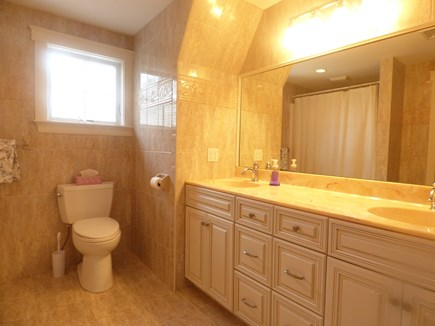 Chatham, .8 to Center Cape Cod vacation rental - 2nd Floor Full Bathroom