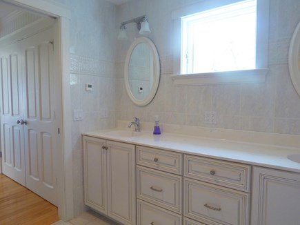 Chatham, .8 to Center Cape Cod vacation rental - Master Bathroom