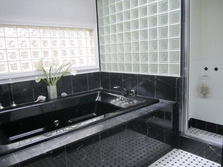 Wellfleet Cape Cod vacation rental - Relaxing tub