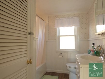 Chatham Cape Cod vacation rental - Full Bath with tub/shower