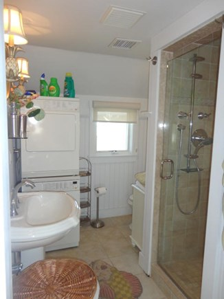 Hyannis, Kalmus Beach Cape Cod vacation rental - Full bath