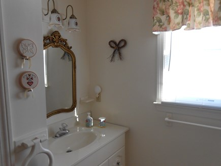 Dennis, Harwich Cape Cod vacation rental - 2nd floor full bath