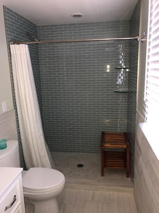 East Dennis, Walking distance  Cape Cod vacation rental - Master bathroom