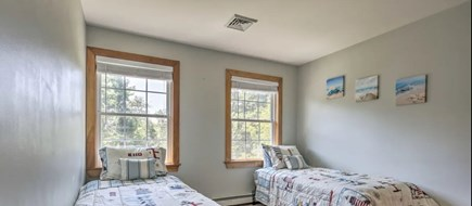 Onset MA vacation rental - Bedroom with twin beds (converts to king size)