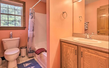 Onset MA vacation rental - Bathroom with full bath (2nd Floor)