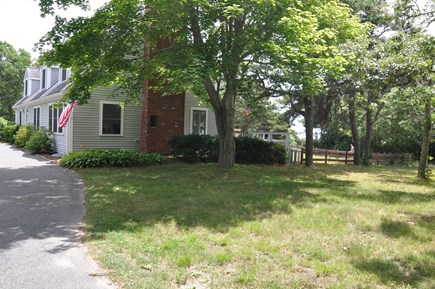 Cataumet, Bourne Cataumet vacation rental - Private driveway with plenty of parking