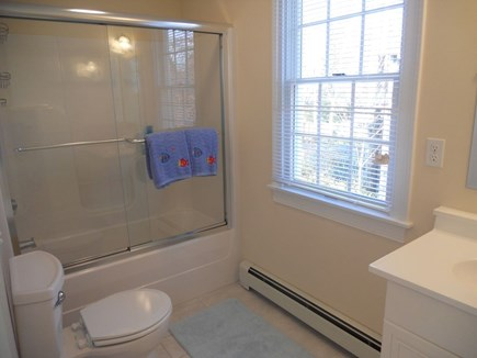 Hyannis Cape Cod vacation rental - Main bath