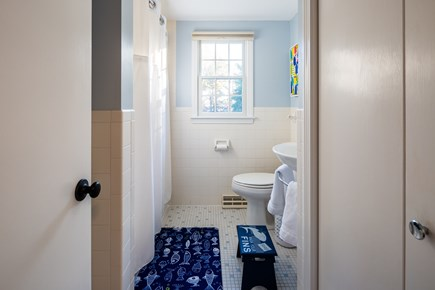Chatham Cape Cod vacation rental - Upper level full bathroom with shower/tub combo