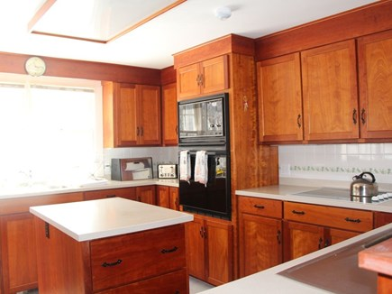 Bourne, Pocasset Cape Cod vacation rental - Beautiful and well equipped kitchen