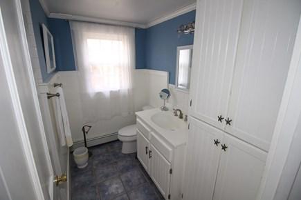 Dennis Cape Cod vacation rental - 2nd Floor Bathroom