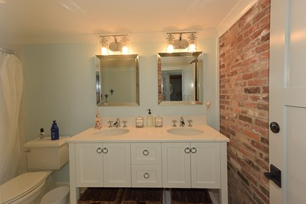 Hyannis Cape Cod vacation rental - Second full bath