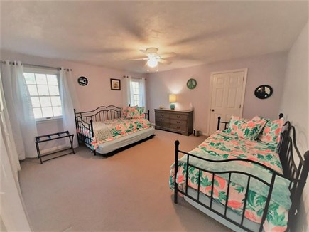 Marstons Mills Marstons Mills vacation rental - Second level third Bedroom with two twin trundles