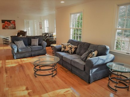 Marstons Mills Marstons Mills vacation rental - ENTERTAINMENT SIZE Living Room