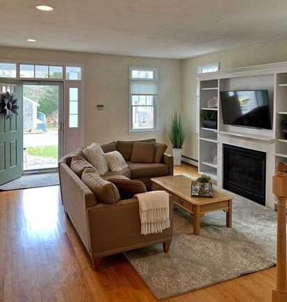 Mashpee, Popponesset Beach Cape Cod vacation rental - Welcoming and warm living room