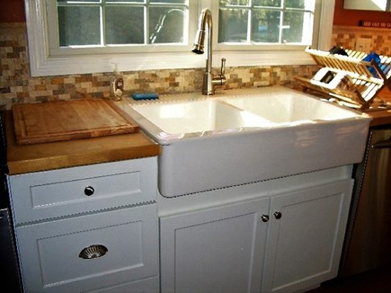 Yarmouth Port Cape Cod vacation rental - White farmers sink