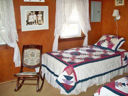 Brownies Cabins Wellfleet Cape Cod vacation rental - Twin Bedroom